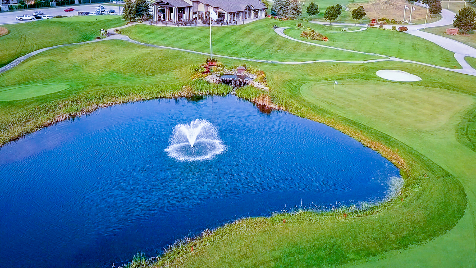 Hole 18 with water and fountain